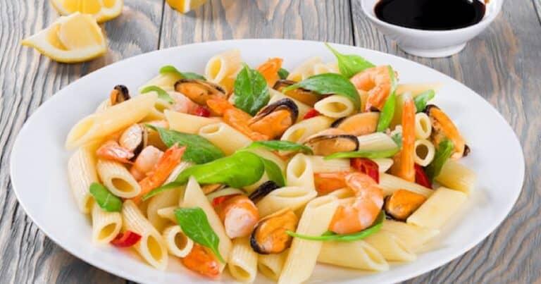 ¡Adivina quién se va a dar un capricho con esta ensalada de pasta con mejillones y camarones!